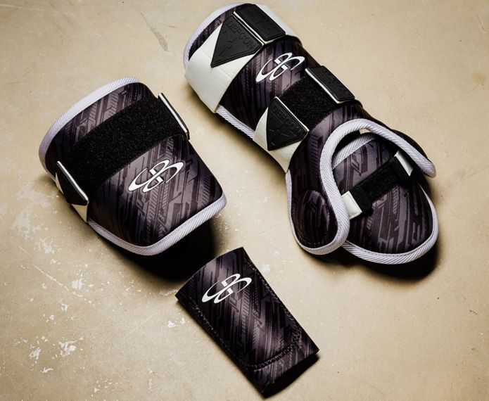 Batting pads with black and grey graphics